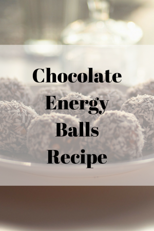 A super simple and quick recipe to make chocolate energy balls, great for a quick snack and a burst of energy.