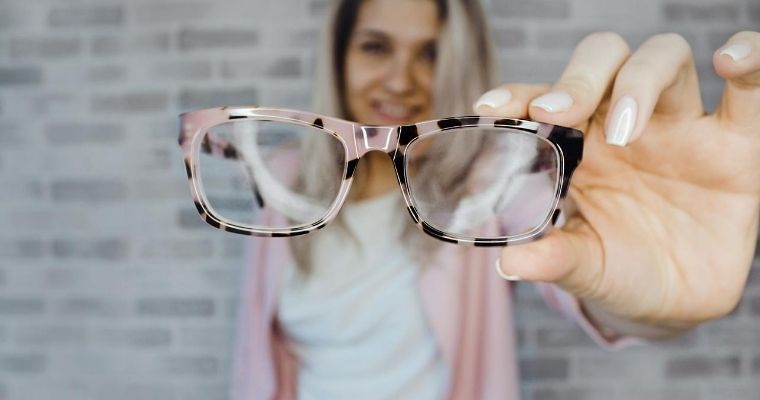 How to pick the right eyeglasses for you